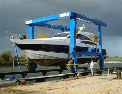 professional yacht lift