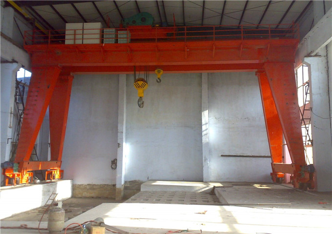 Selling gantry crane 32 tons in the rooms